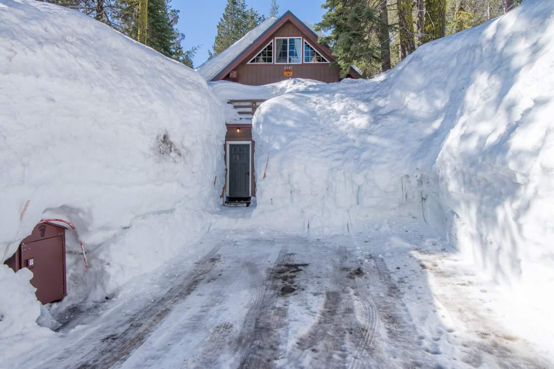 Mountain Hut Donner Summit Rentals